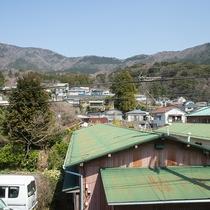 *[2階からの眺望]山々に囲まれ四季の移ろい感じる眺望です