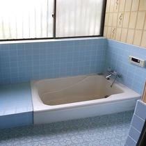 *[お風呂]入りやすい高さの浴槽はご年配の方もお子様にも安心です