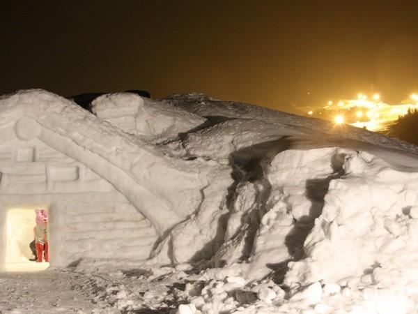 当館脇にある雪遊び広場