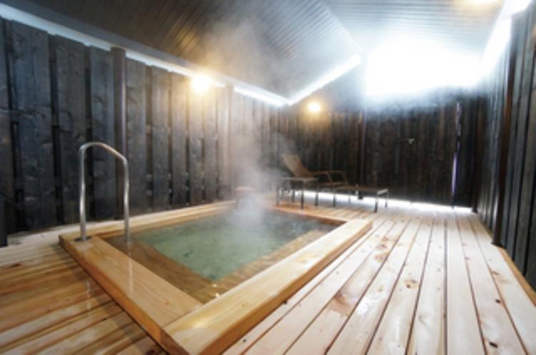 蔵ぼちゃ併設の檜露天風呂