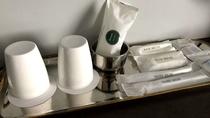 【全客室共通】アメニティ コップ、歯ブラシ・ヘアゴム・綿棒、ヘアブラシ、シェーバー、シャーバー用ステ