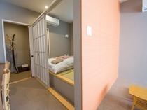 【2F】寝室別タイプ広々モダンルーム【36㎡】(ユニットバス)