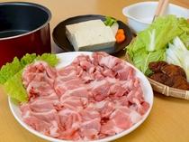 冬にはあたたまる豚のしゃぶしゃぶをご用意。自慢のお野菜とともにお召しあがりください。(写真は2人分)