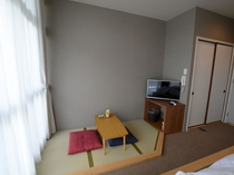 和洋室には畳間があります。形はお部屋によって少々異なります。