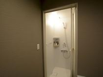 和洋室のシャワールームです。部屋によって多少異なります。