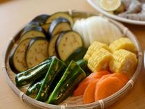 市場直送の自慢のお野菜は味が濃いです。