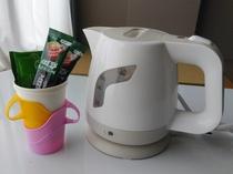お部屋にはお茶セットをご用意しております。
