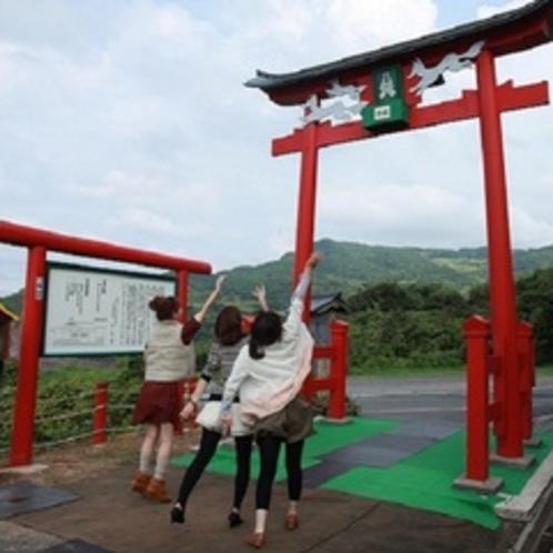 元乃隅稲成神社|お賽銭箱は鳥居の上!