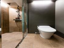 【スタンダードルーム(ダブル・ツイン・キング)】セパレートのトイレ・シャワーブース。