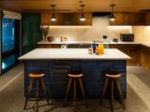 【キャンバスキッチン】2階にございます。電子レンジや製氷機もご用意しております