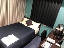 客室 シングル セミダブルベッド