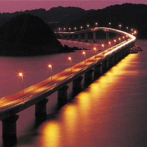 すぐそばから架かる角島大橋は無料!