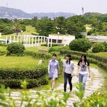 ホテル庭園の遊歩道