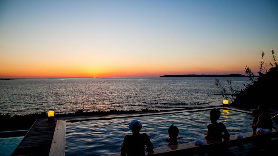 お天気が良ければ美しい夕陽を眺めながら温泉をお楽しみいただけます