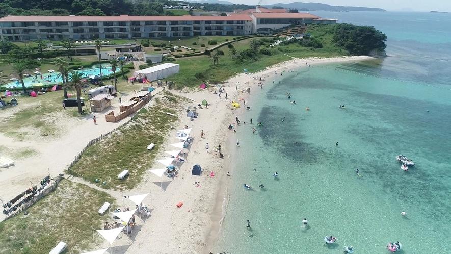 夏にオープンするビーチで海水浴