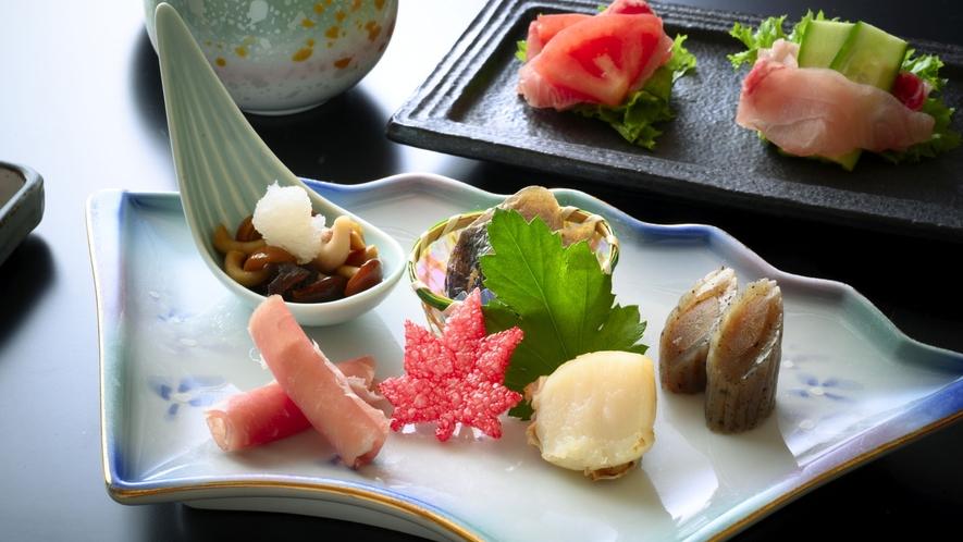 【前菜】季節に合わせた地元の食材を見た目も華やかな一皿でご提供いたします。