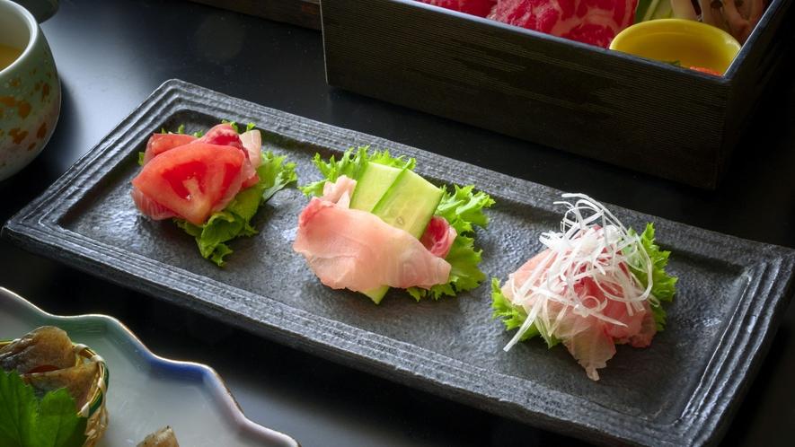 【洋皿】鯉のあらいをサラダ風味で食べやすくご提供(一例)。