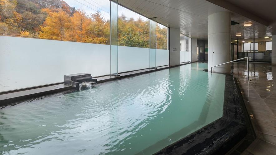 【やませみの湯/大浴場】中の沢温泉特有の乳白色のにごり湯で温泉気分を満喫いただけます。