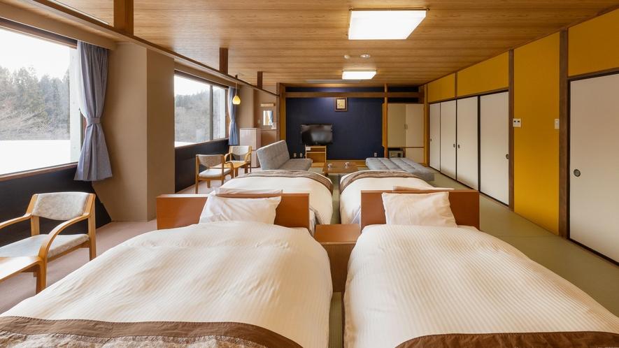 【ザ・メイン/和室フォースルーム】4つのベッドを配置した広々とした20畳のお部屋です。
