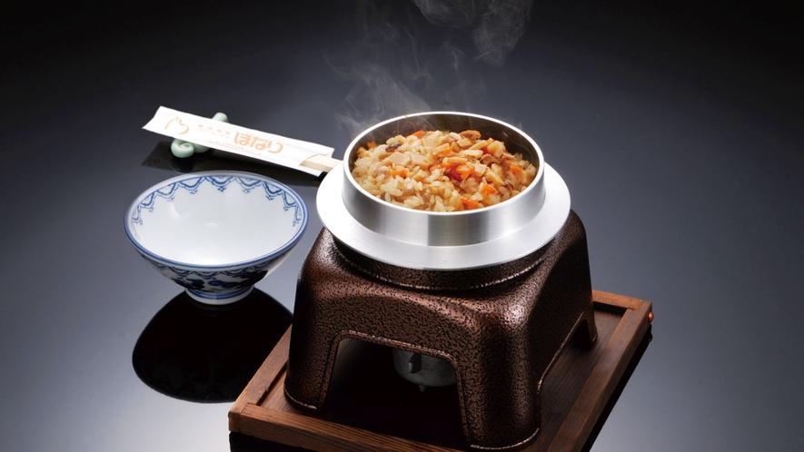 【釜めし】ボナリの森自慢の一人釜めし。美味しい福島のお米を炊き立てで味わえます。