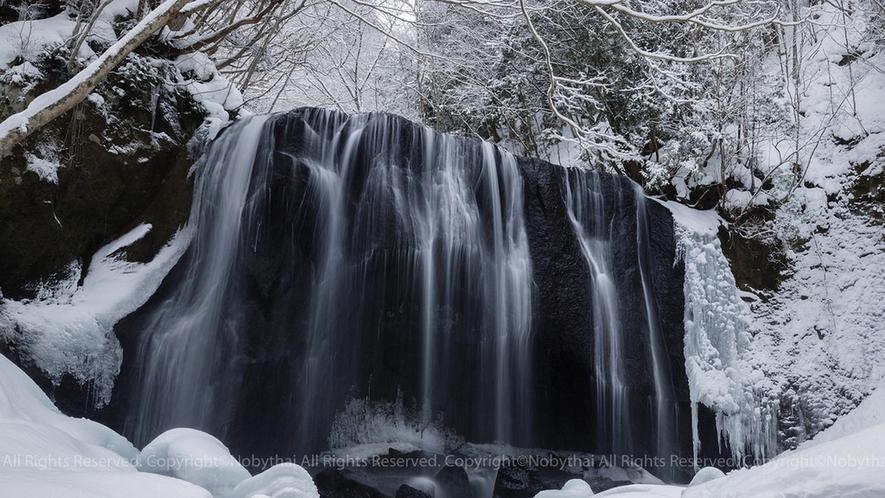 冬の不動滝
