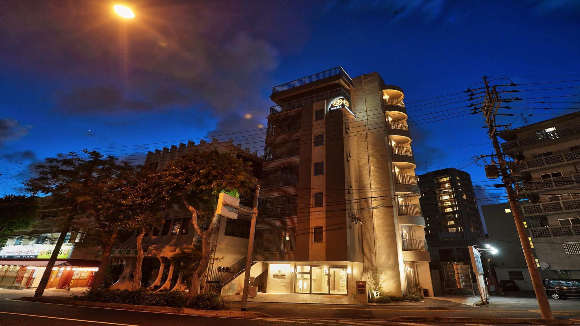 【外観・夜】RYUKA HOTEL NAHA(琉華ホテル那覇)へようこそ♪