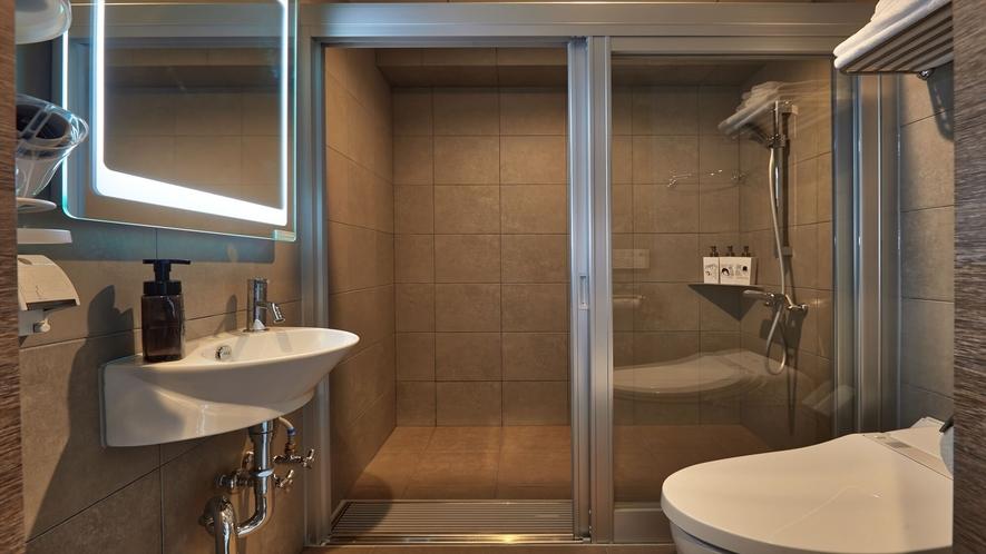 【バスルーム】シャワー、トイレ、洗面台