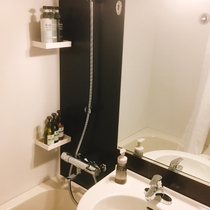 浴室 明るくきれいな浴室。簡単に温度調整がいただけるようになっております。