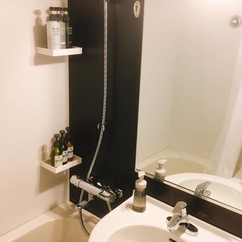 浴室|明るくきれいな浴室。簡単に温度調整がいただけるようになっております。