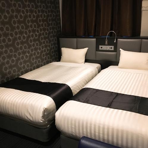 ツインルーム|広さ20㎡のツインルームです。ベッドはシモンズベッドを使用。