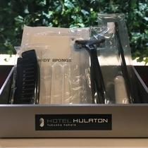 アメニティ ハブラシ・レザー・コットン・綿棒・シャワースポンジ・ヘアブラシをご用意しております。