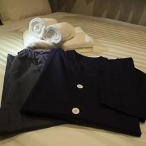 お部屋着&タオル ゆっくりお過ごしいただけるよう、肌触りのよいお部屋着とタオルセットをご用意。
