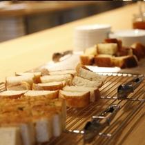日替わりで並ぶ数種類のパン