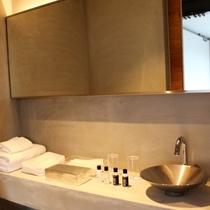 こちらの洗面スペースもコンクリ打ちっぱなしで超シンプル!