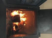 薪ストーブの火はいつまでも見ていられる