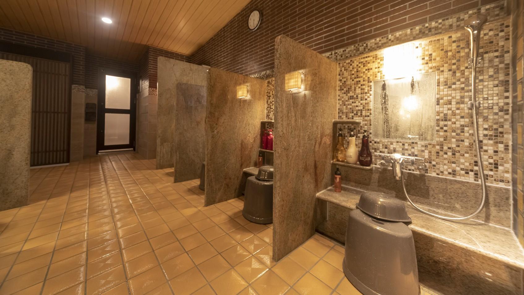 【女性】洗い場  (カラン:8か所・立ちシャワー:1か所)