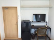 個室はテレビ、冷蔵庫完備