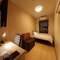 ◆シングルルーム◆14平米・ベッド幅120cm (夜)