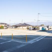 無料平面駐車場101台完備!先着順でご利用頂けます。(第2駐車場)
