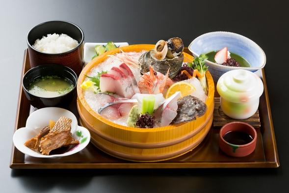 【1泊夕食付きプラン】朝一番に水揚げした活魚を是非当館で♪ ※お布団はセルフです。