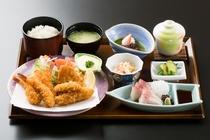 【海幸定食☆海老.白身魚.牡蠣を贅沢に盛り付けています