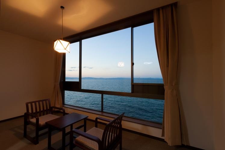 【海側客室:豊後水道を眺めて】