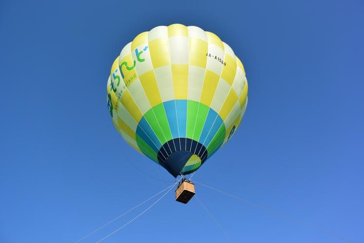隣接のアップかんなべスキー場では熱気球アクティビティも。