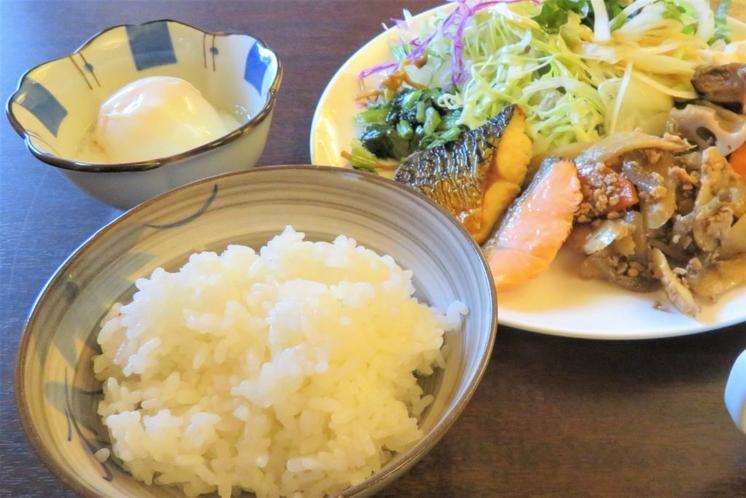 朝食は和食を用意しております。