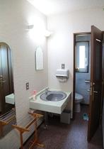 和室のお部屋には全室洗面とおトイレがついています。もちろんウォシュレット♬