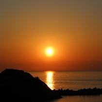 *思い出岬と夕陽/風光明媚な風景に出会える松崎町
