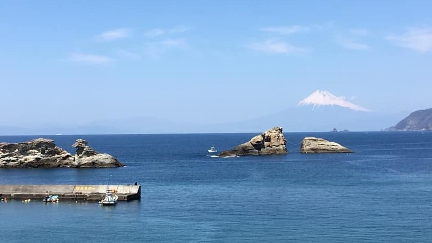 *当館周辺の海岸では、エメラルドグリーンに広がる絶景がご覧いただけます♪
