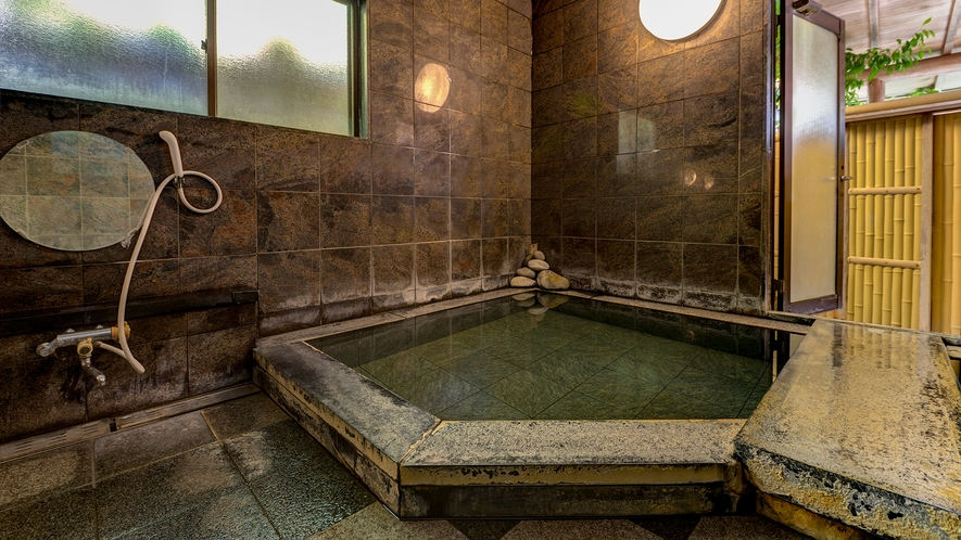 *女性用内湯/内湯は一晩中お好きな時に入浴可能(14時~翌朝10時)