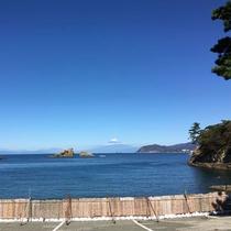 *海岸と富士山/晴れた日にはこんな絶景が!