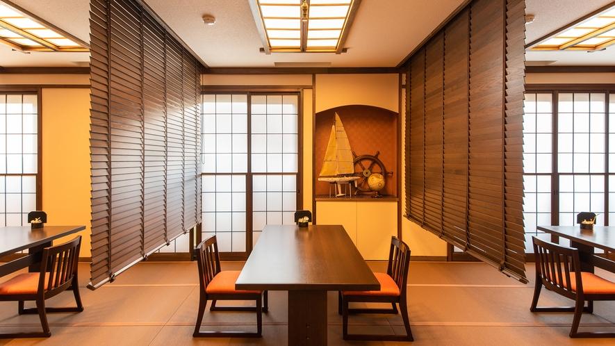 *食事処/畳敷きの床にテーブルと高齢の方にも優しい造り